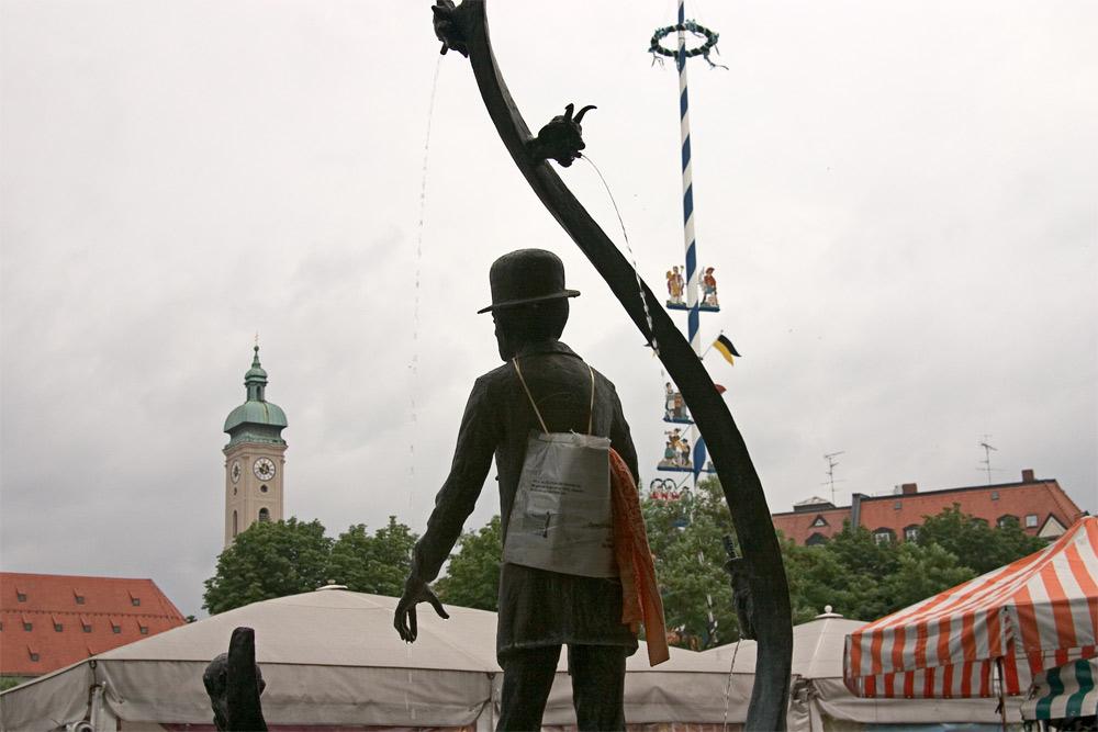 Karl Valentin wacht über den Viktualienmarkt