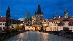 Karlsbrücke in Prag am Morgen