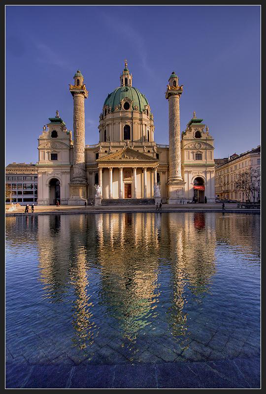 Karlskirche im Spiegel