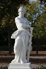 Karlsruhe - Mythologische Bildwerke auf dem Schlossplatz (III)