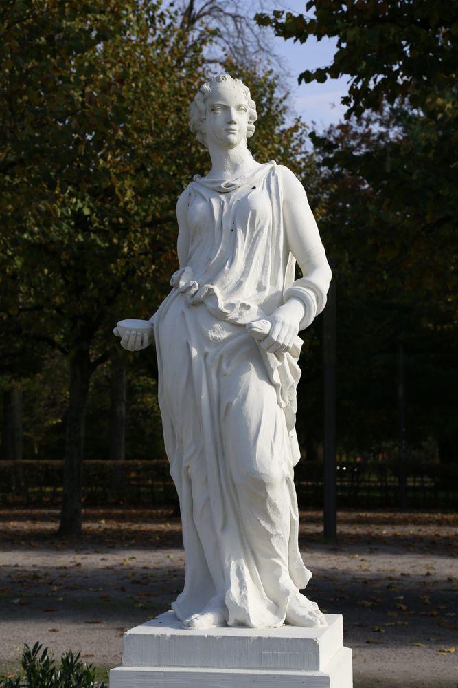 Karlsruhe - Mythologische Bildwerke auf dem Schlossplatz (IX)