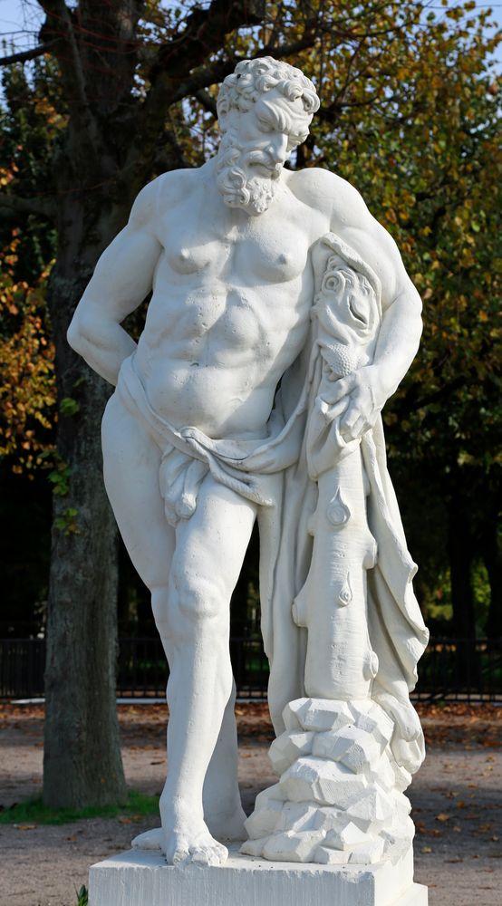 Karlsruhe - Mythologische Bildwerke auf dem Schlossplatz (VIII)