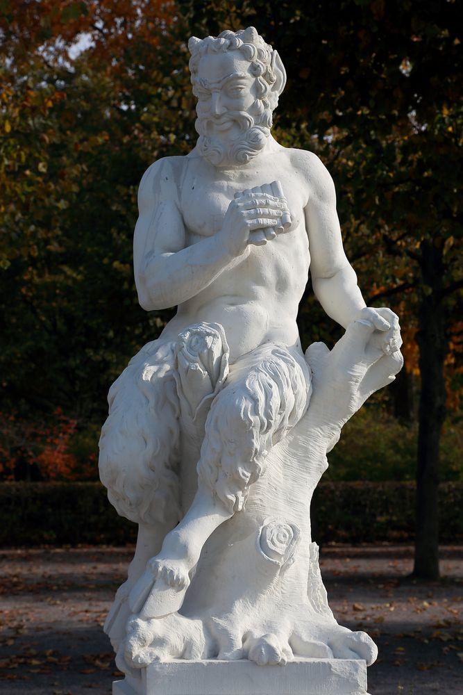 Karlsruhe - Mythologische Bildwerke auf dem Schlossplatz (XI)