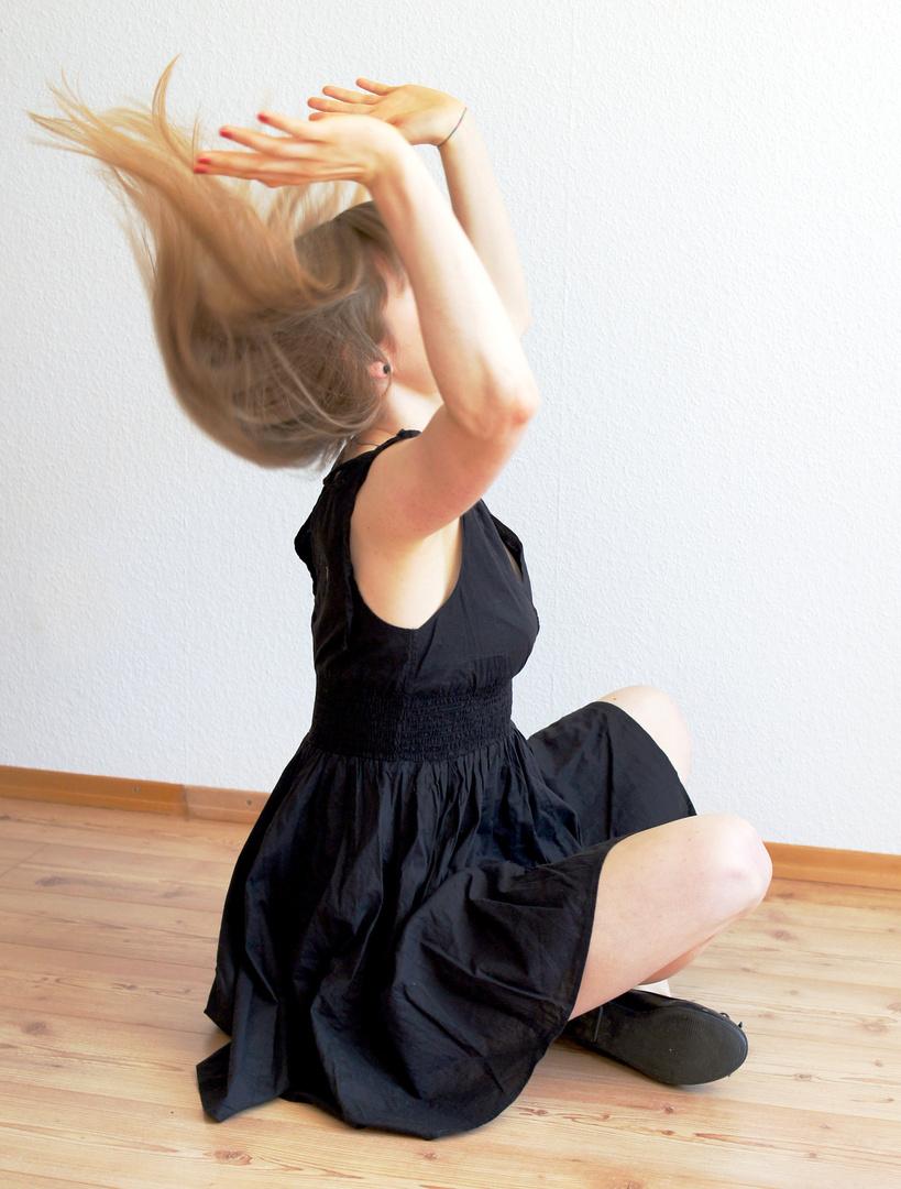 Kathi: romantic black dress 2