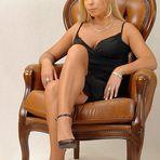 Katja im Sessel