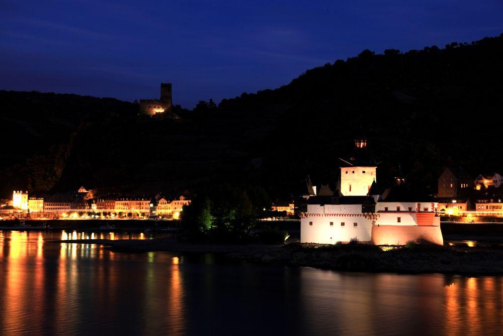 Kaub am Rhein bei Nacht