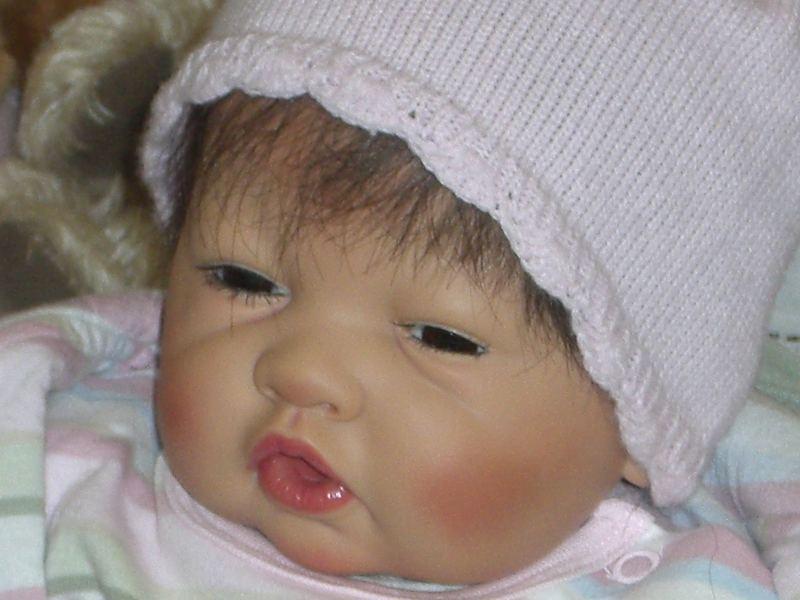 Keine Angst es ist nicht lebendig , aber toll von den Puppenmacher gefertigt...