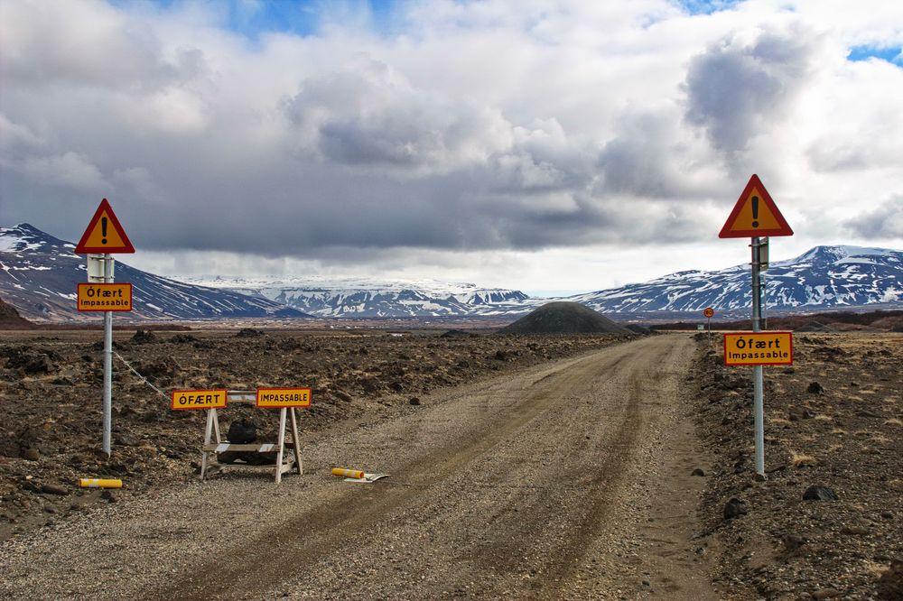 keine Weiterfahrt --- Straße unpassierbar