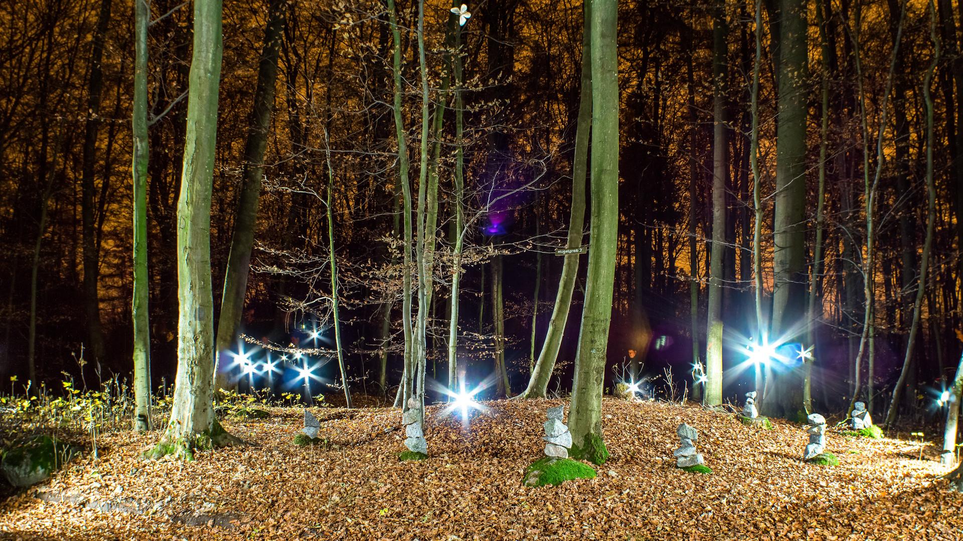 Keltisches Hügelgrab bei Nacht
