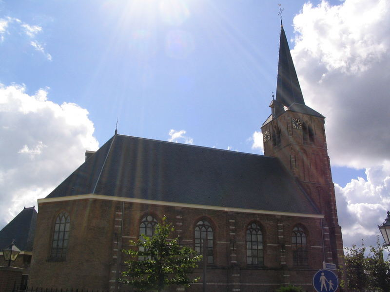 Kerk met zonnestralen