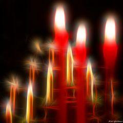 Kerzen im Neonschein