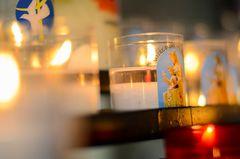 Kerzen in der Kathedrale von Bayeux