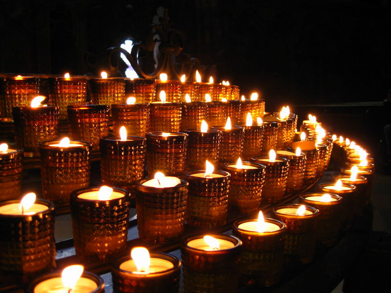 Kerzen in irgendeiner Kirche