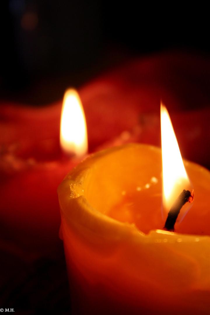 Kerzenschein am Schreibtisch