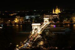 Kettenbrücke und Basilika