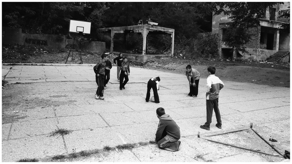 kidz playing in mitrovica