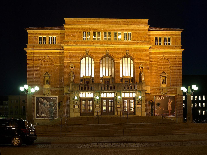 Kiel bei Nacht - das Kieler Opernhaus