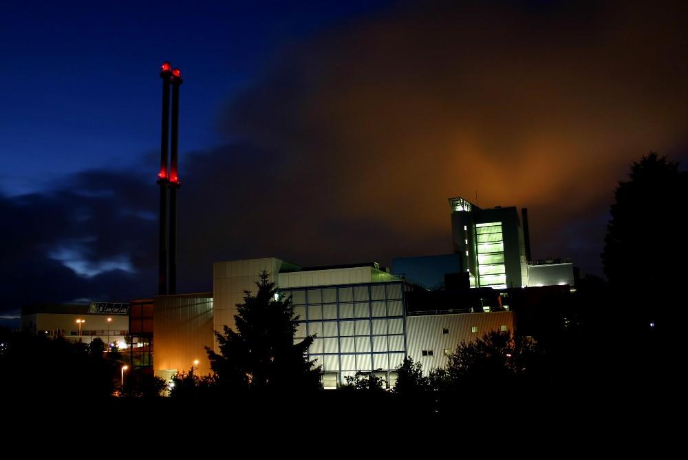 Kiel bei Nacht - Müllverbrennungsanlage