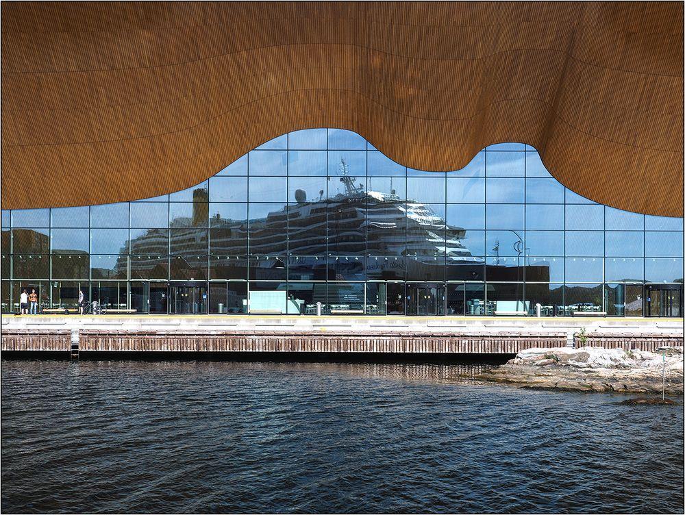 Kilden Teater mit Schiff
