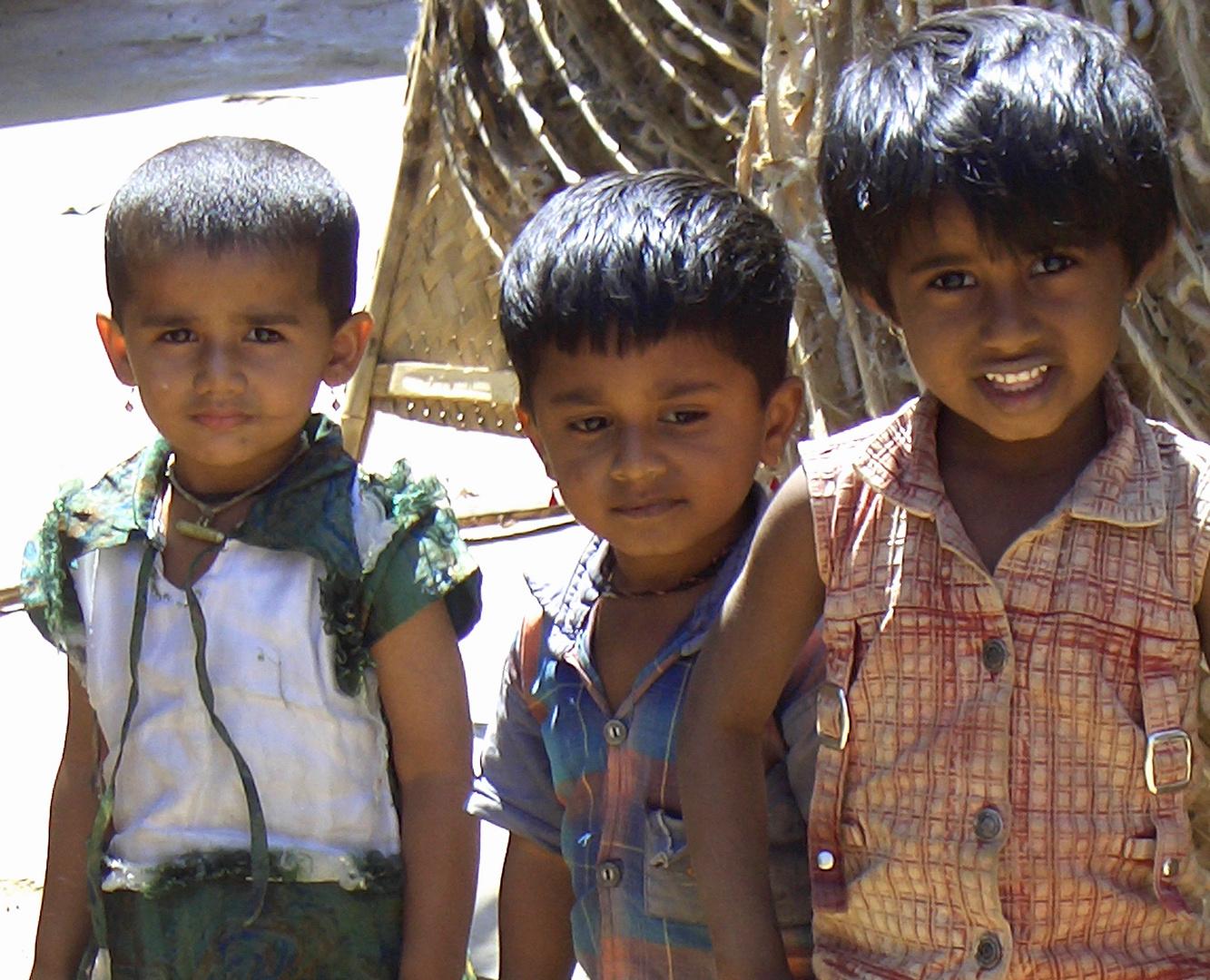 Kinder in der Seidenspinnerei