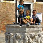 Kinder in Venedig