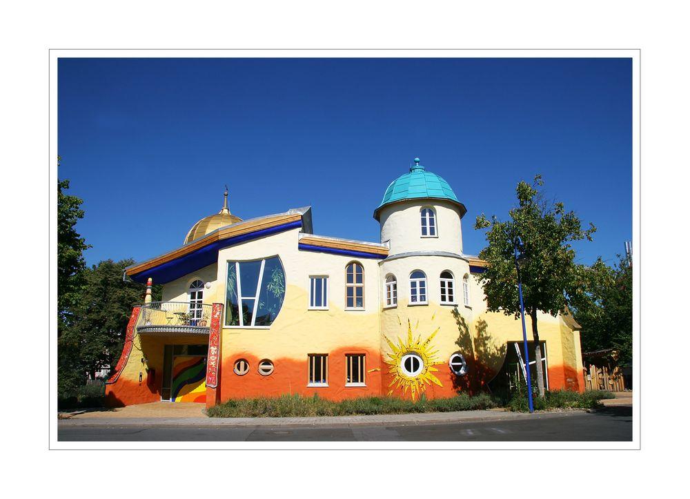 < Kinderhaus >