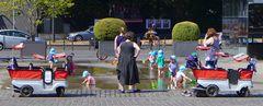 Kinderspass am Brunnen