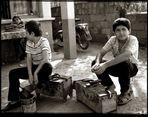 kindliche Schuhputzer und ein Sesamkringelverkäufer, Türkei 1989