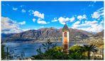 Kirche, Berge, See und Palmen