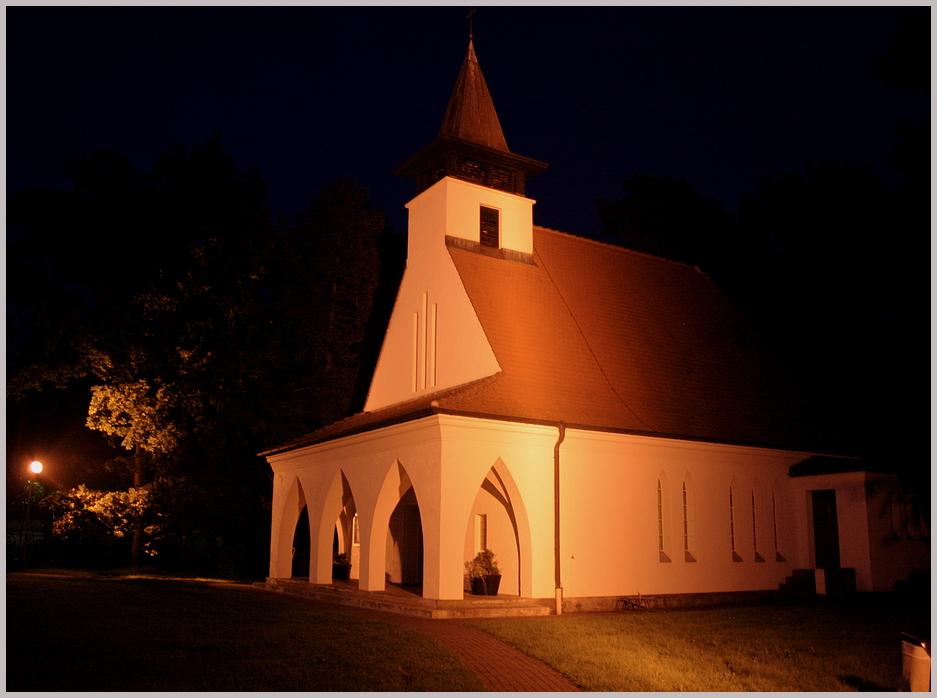 Kirche in Baabe (Rügen) bei Nacht