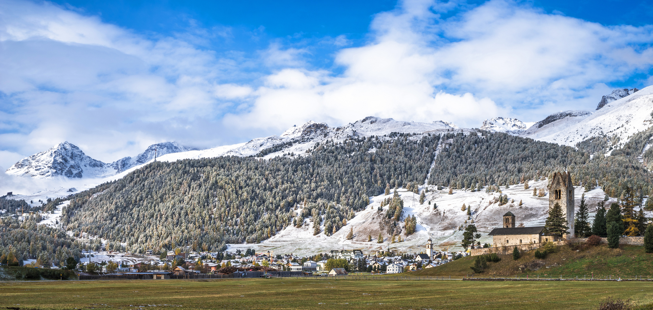 Kirche San Gian nach dem ersten Schneefall (16.10.2020)