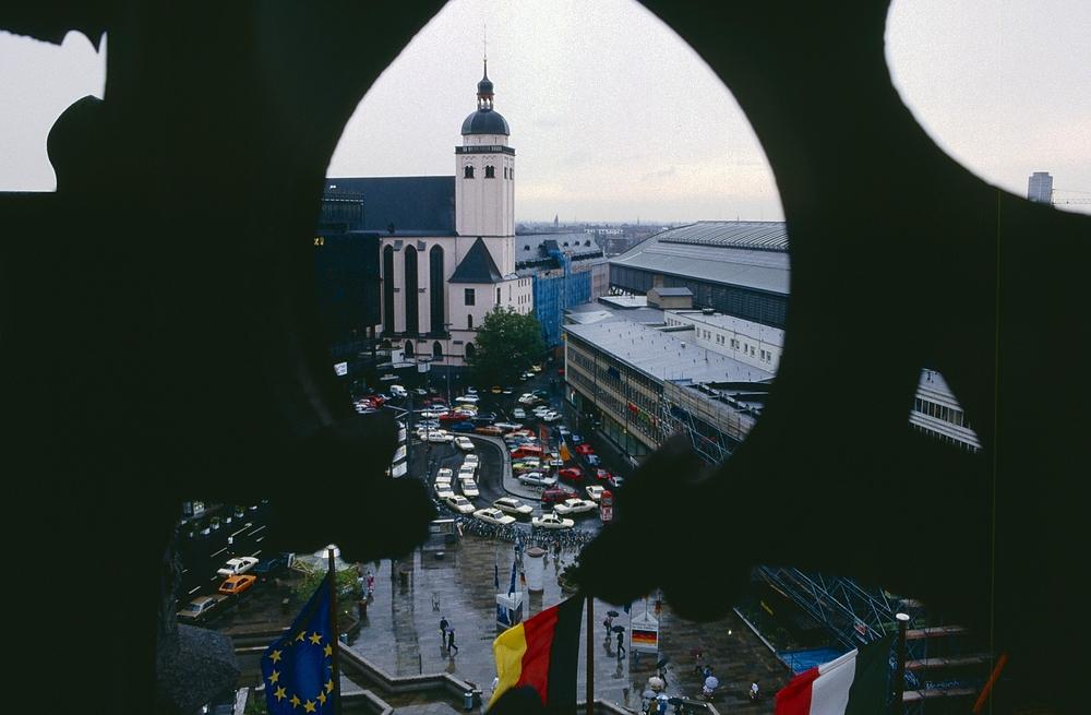 Kirche St. Mariä Himmelfahrt, Bahnhofsvorplatz (Querformat)