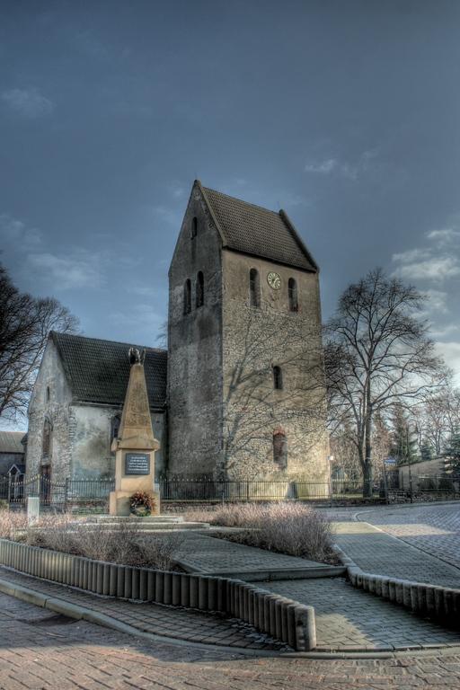 Kirche u. Kriegerdenkmal