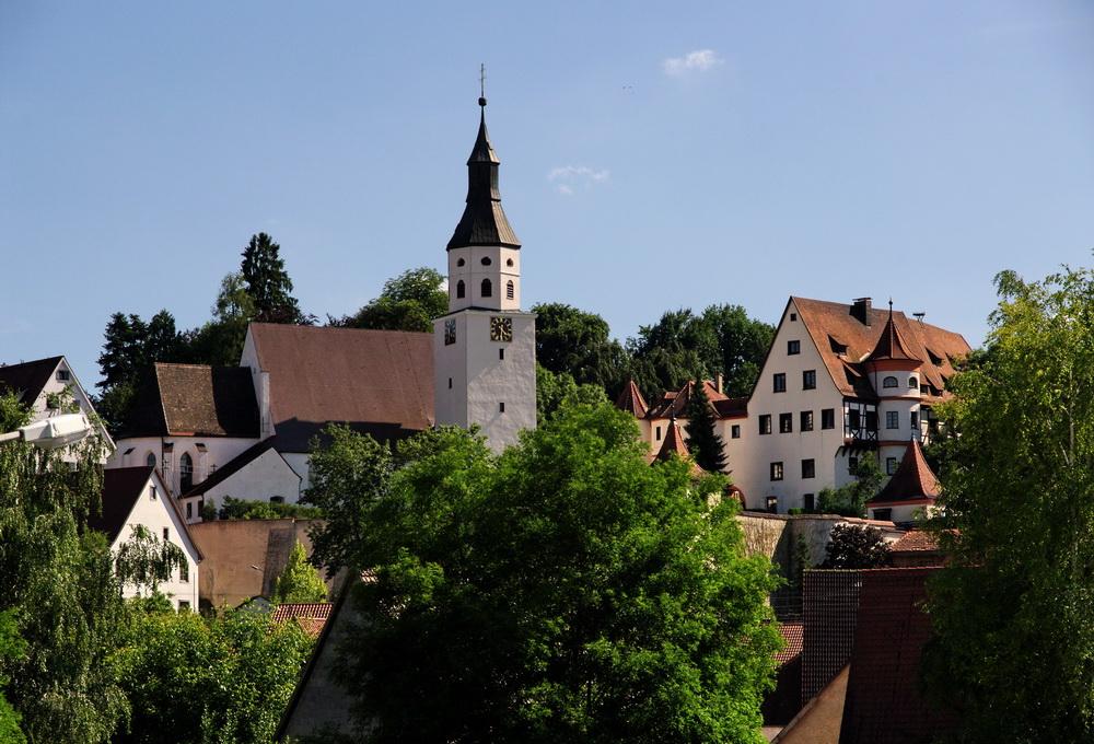 Kirche und Schloss in Neufra