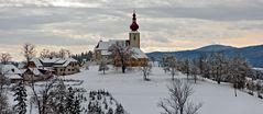 Kirche von St. Pankrazen an einem trüben Wintertag!