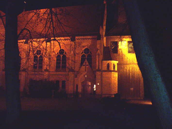 Kirche von Wietzendorf in der Dunkelheit