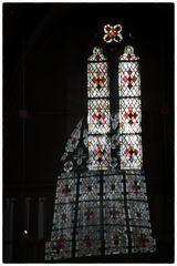 kirchenfenster spiegelung cathedrale caen