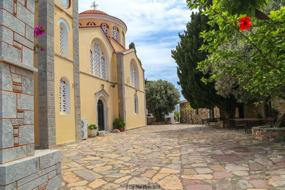 Kirchhof der Kirche Saint Pantaleon in Siana Rhodos