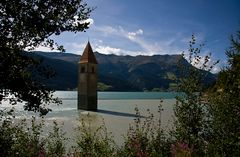 Kirchturm im Reschensee (andere Perspektive)