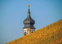 Kirchturmspitze Castell im Herbst