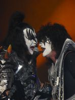 KISS 3  -  Gene Simmons (l) & Thommy Thayer (r)