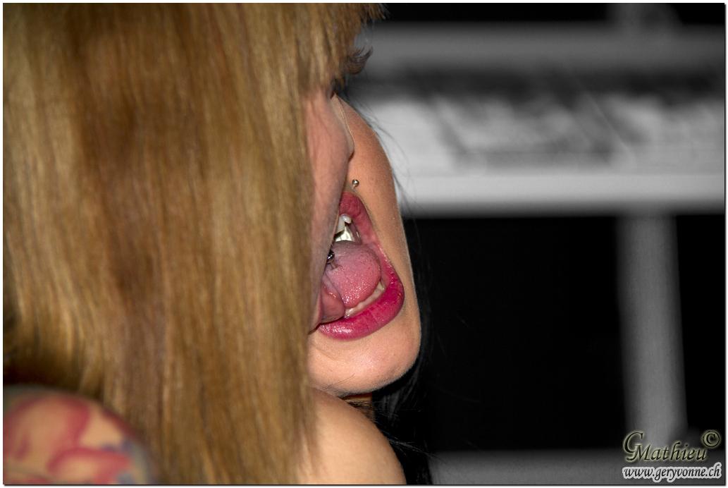 * Kissing Piercing *