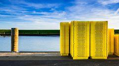 Kistenstapel an Hafenmole 2
