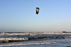Kitesurfer vor Warnemünde