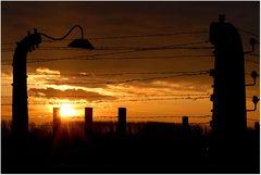 KL Birkenau bei Sonnenuntergang