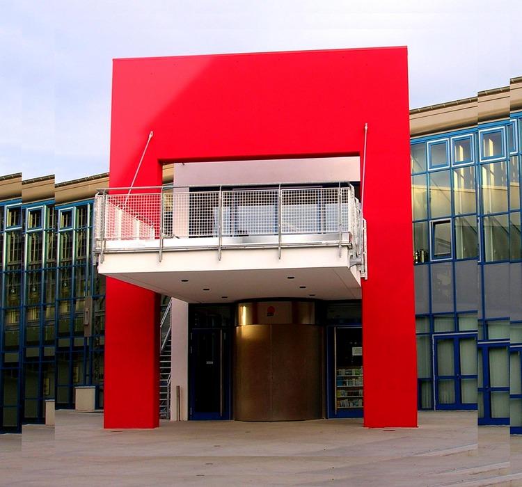 Klare Formen...auch für ein Kulturzentrum!