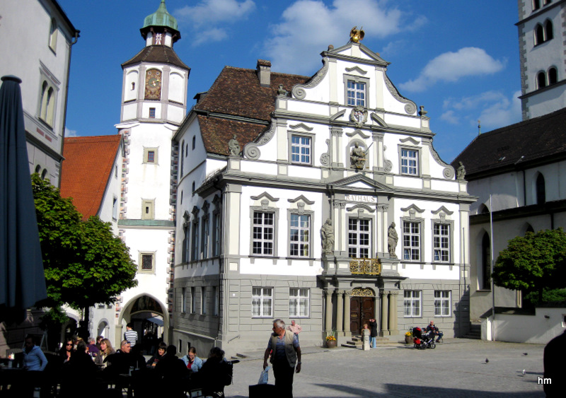Klares Abendlicht am Rathaus Wangen im Allgäu