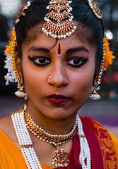 Klassische, indische Schönheit, in landestypischer Festkleidung