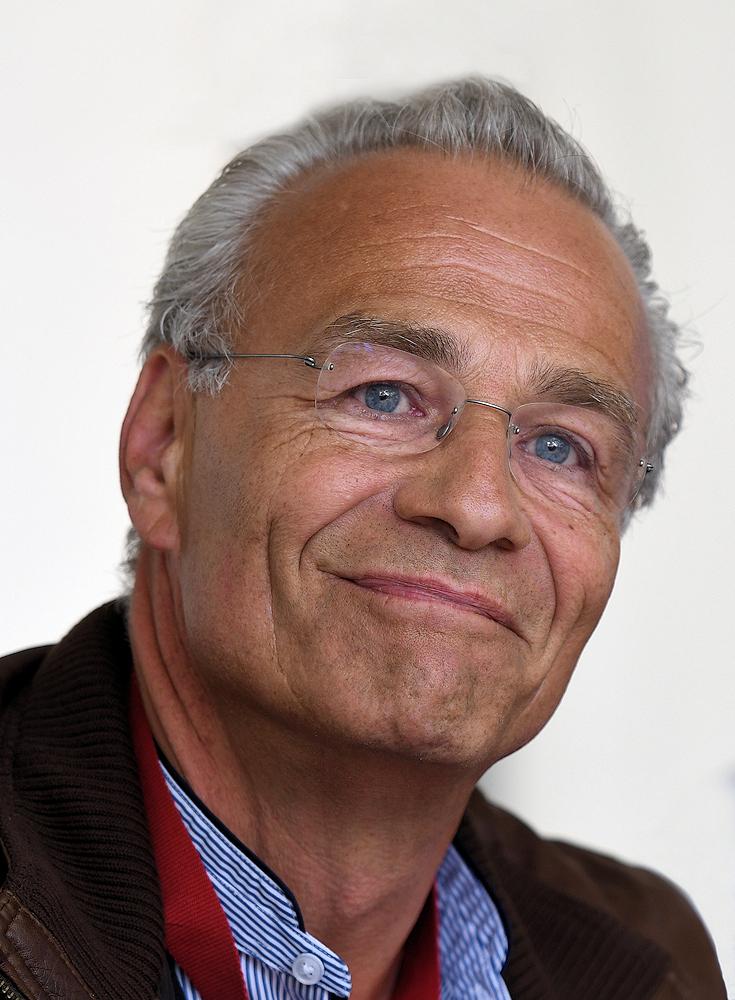 Klaus J Behrendt