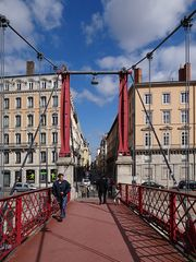 kleine grüne Männchen an der Saônebrücke